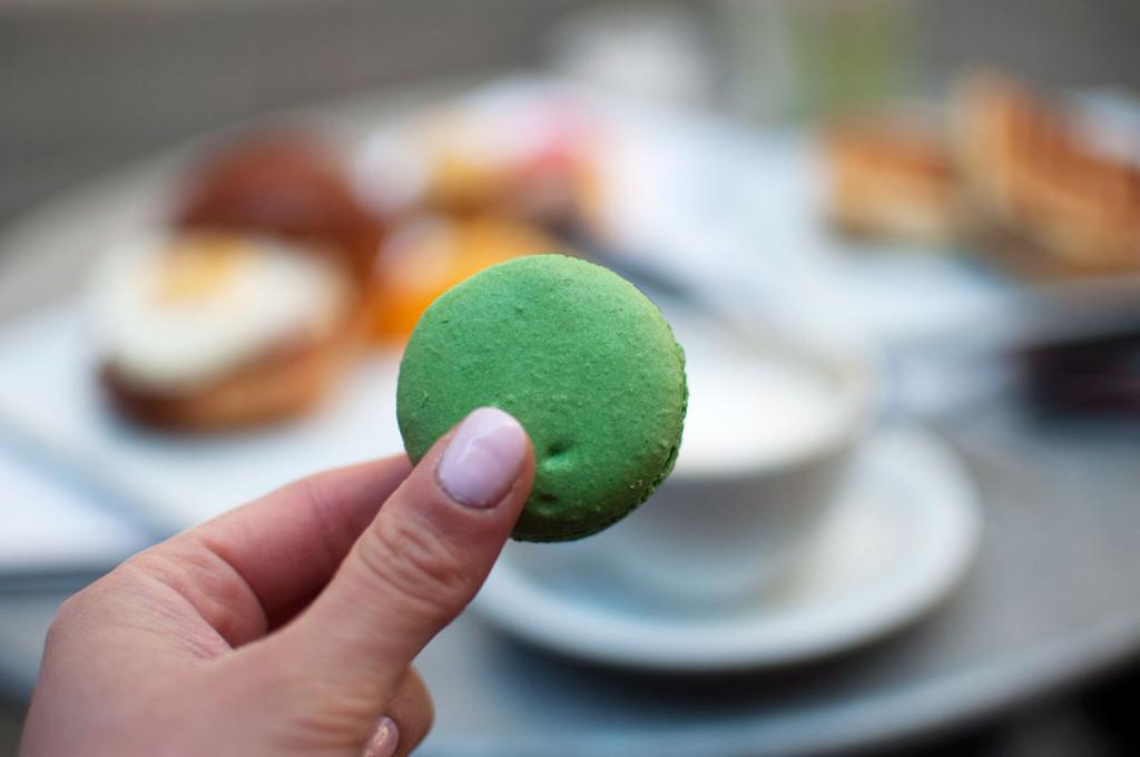 Financier-Pistachio-Macaron