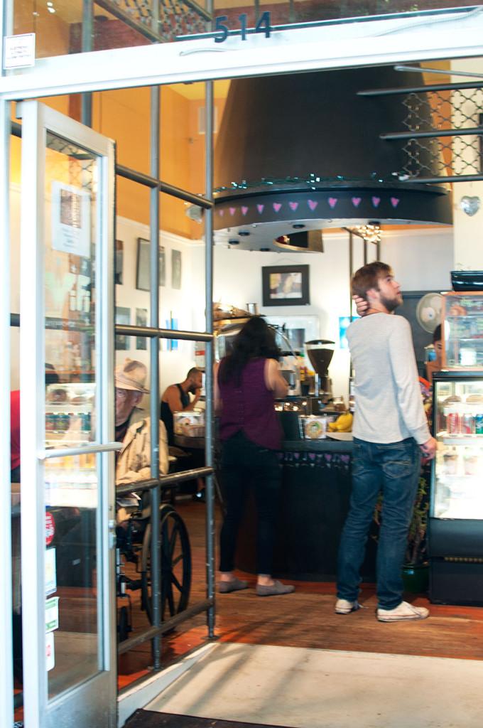 Cafe-La-Vie-Interior