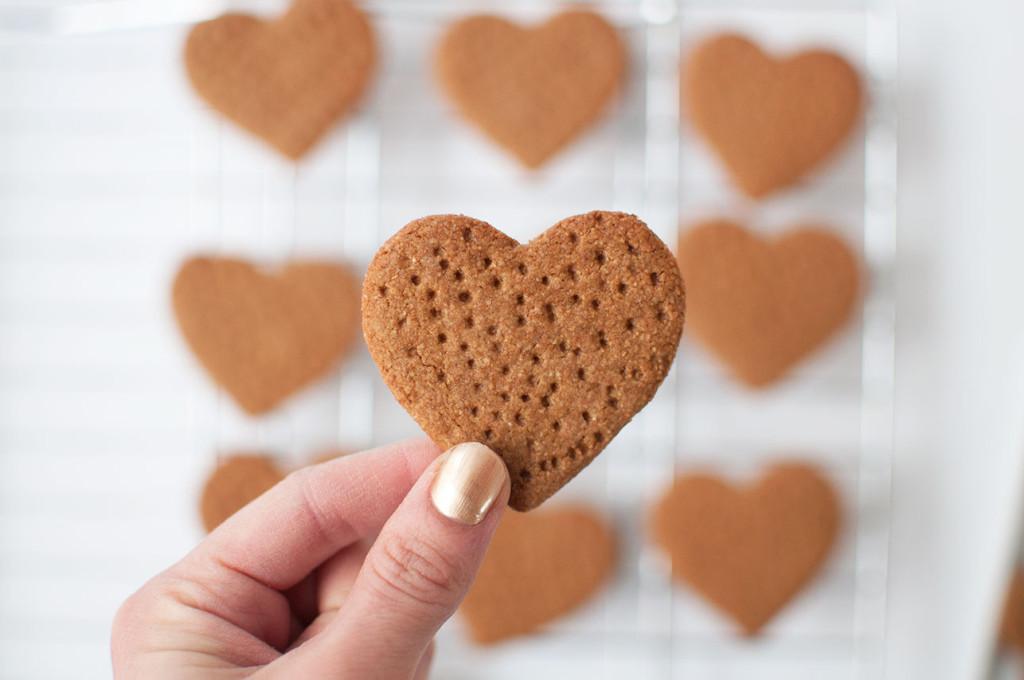 Heart-Shaped-Graham-Crackers