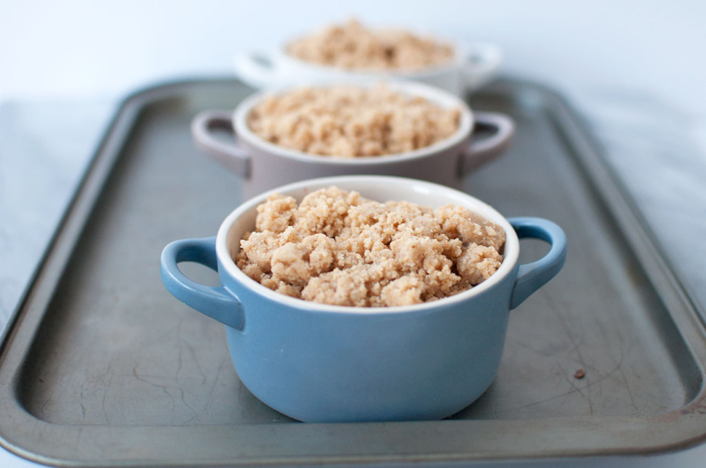 Le-Creuset-Berry-Crumble-15