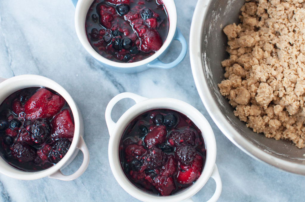 Le-Creuset-Berry-Crumble-20