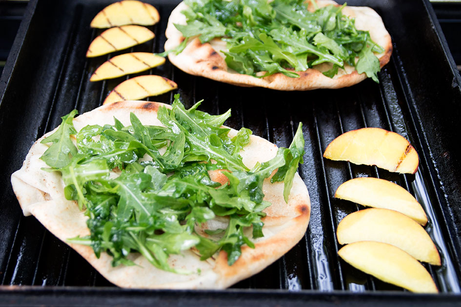 Grilled-Flatbread-with-Blue-Cheese-and-Peaches-15