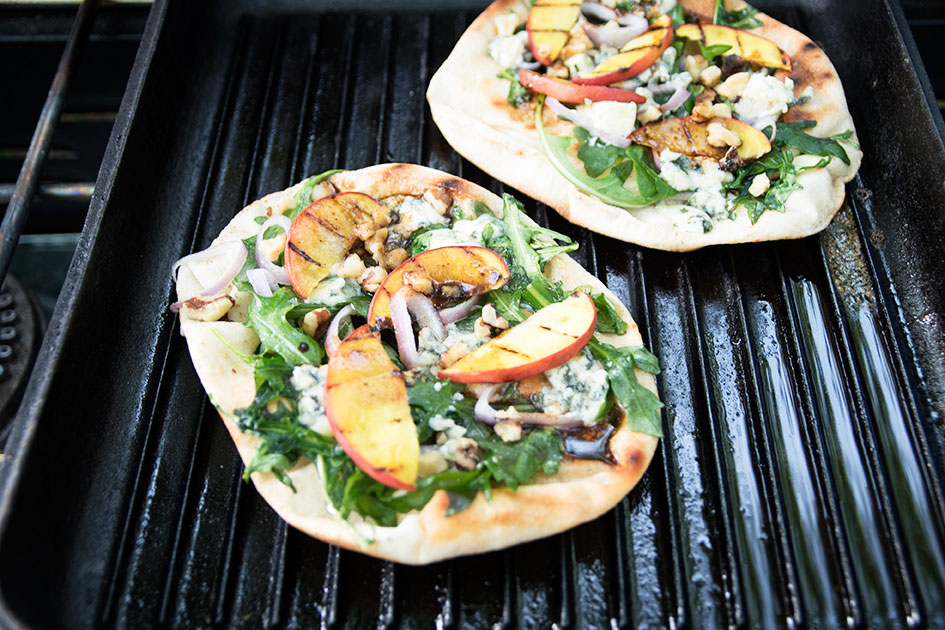Grilled-Flatbread-with-Blue-Cheese-and-Peaches-5