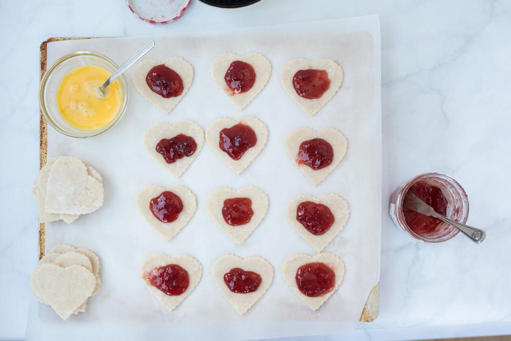Le-Creuset-Strawberry-Hand-Pie-10