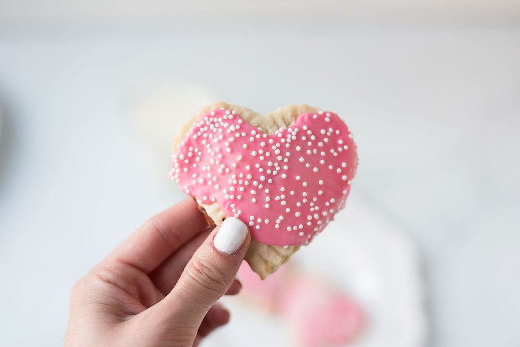 Le-Creuset-Strawberry-Hand-Pie-6