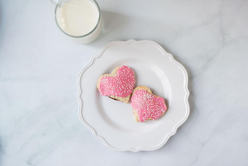 Le-Creuset-Strawberry-Hand-Pie-7